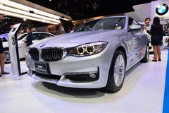 NONTHABURI - 12月1日:BMW 320d Gran Turismo在Th的汽车显示 免版税图库摄影