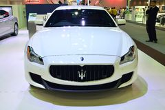 NONTHABURI - 12月1日:Maserati Quattroporte在Th的汽车显示 免版税图库摄影