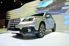 NONTHABURI - 12月1日:Subaru在泰国的在内地汽车显示 库存照片
