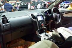 NONTHABURI - 1º DE DEZEMBRO: Design de interiores do carro d de Isuzu MU-x SUV Imagens de Stock