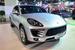 NONTHABURI - 1º DE DEZEMBRO: Exposição de Porsche MaCan em Tailândia inter Fotos de Stock