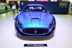 NONTHABURI - 1º DE DEZEMBRO: Exposição do carro de Maserati Granturismo em Tha Imagem de Stock