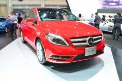 NONTHABURI - 1º DE DEZEMBRO: Exposição do carro de Mercedes BenZ B 200 em tailandês Fotos de Stock Royalty Free