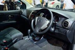NONTHABURI - 1 DE DICIEMBRE: Diseño de Inteiror de di del coche de Nissan Livina Imágenes de archivo libres de regalías