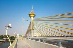 Nonthaburi de Maha Chesadabodindranusorn Bridge, Tailândia fotografia de stock
