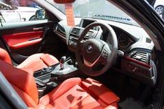 NONTHABURI - 23 DE MARZO: Diseño interior de NUEVO BMW 118i en displa Fotografía de archivo libre de regalías