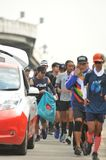 Nonthaburi - DEC 6 2017年:在泰国名人摇摆物`印度桃花心木Bodyslam `作为途中在55日连续马拉松的筹集金钱为 免版税库存图片