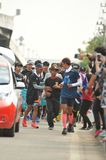 Nonthaburi - DEC 6 2017年:在泰国名人摇摆物`印度桃花心木Bodyslam `作为途中在55日连续马拉松的筹集金钱为 图库摄影
