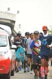 Nonthaburi - DEC 6 2017年:在泰国名人摇摆物`印度桃花心木Bodyslam `作为途中在55日连续马拉松的筹集金钱为 库存照片