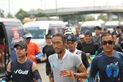 Nonthaburi - DEC 6 2017: På vägen av thailändska för Toon Bodyslam för kändisvippa` tagande ` på 55 dag rinnande maraton att lyft Arkivbilder