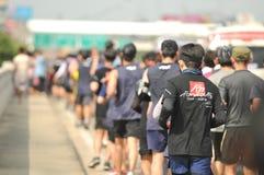 Nonthaburi - DEC 6 2017: På vägen av thailändska för Toon Bodyslam för kändisvippa` tagande ` på 55 dag rinnande maraton att lyft Arkivbild
