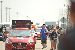 Nonthaburi - DEC 6 2017: På vägen av thailändska för Toon Bodyslam för kändisvippa` tagande ` på 55 dag rinnande maraton att lyft Royaltyfri Fotografi