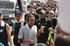 Nonthaburi - DEC 6 2017: På vägen av thailändska för Toon Bodyslam för kändisvippa` tagande ` på 55 dag rinnande maraton att lyft Royaltyfri Foto