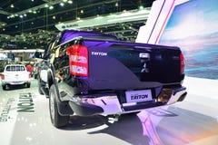 NONTHABURI - 1 DECEMBER: Achtergedeelte van de Nieuwe Triton 2014 auto van Mitsubishi Royalty-vrije Stock Afbeeldingen