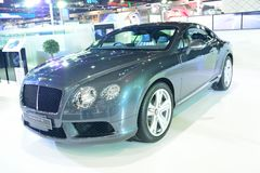 NONTHABURI - DECEMBER 1: Bentley Continental GT V8 bilskärm a Royaltyfria Foton