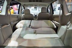 NONTHABURI - 1 DECEMBER: Binnenlands ontwerp van Suzuki Ertiga-autodi Stock Foto's