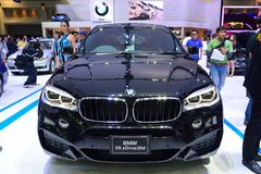NONTHABURI - DECEMBER 1: BMW X6 xdrive 30d SUV bilskärm på Th Royaltyfri Foto