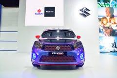 NONTHABURI - DECEMBER 1: Displa för Suzuki Celerio Custom designbil Arkivbild