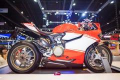 NONTHABURI - 8 DECEMBER: Ducati 1199 motorfietsvertoning op stadium Royalty-vrije Stock Foto's