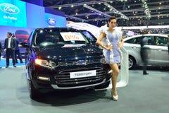 NONTHABURI - DECEMBER 1: Ford Ecosport bilskärm på Thailand I Royaltyfria Foton