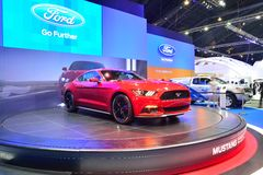 NONTHABURI - 1 DECEMBER: Ford Mustang 2 3L ecoboost autovertoning Royalty-vrije Stock Afbeelding