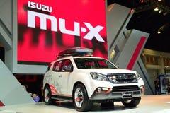 NONTHABURI - DECEMBER 1: Isuzu mu-x SUV bilskärm på Thailand Royaltyfri Bild