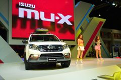 NONTHABURI - DECEMBER 1: Isuzu mu-x SUV bilskärm på Thailand Royaltyfri Fotografi