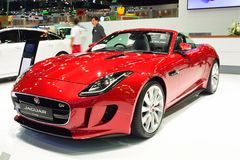 NONTHABURI - 1 DECEMBER: Jaguar-F-Type autovertoning in Thailand I Stock Afbeelding