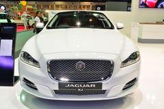 NONTHABURI - DECEMBER 1: Jaguar XJ bilskärm på inter-Thailand Royaltyfri Foto
