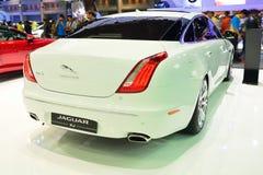 NONTHABURI - DECEMBER 1: Jaguar XJ bilskärm på inter-Thailand Royaltyfria Foton