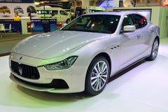 NONTHABURI - DECEMBER 1: Maserati Ghibli bilskärm på Thailand Arkivfoton