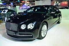 NONTHABURI - 1 DECEMBER: Nieuwe Bentley Flying Spur-autovertoning bij Royalty-vrije Stock Foto's