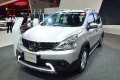 NONTHABURI - DECEMBER 1: Nissan Livina bilskärm på Thailand I Fotografering för Bildbyråer