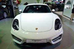 NONTHABURI - DECEMBER 1: Porsche Cayman bilskärm på Thailand Royaltyfria Bilder