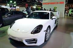 NONTHABURI - DECEMBER 1: Porsche Cayman bilskärm på Thailand Fotografering för Bildbyråer