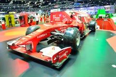 NONTHABURI - DECEMBER 1: Skärm för bil för Ferrari formel 1 på Thaila Arkivfoton