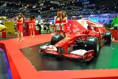 NONTHABURI - DECEMBER 1: Skärm för bil för Ferrari formel 1 på Thaila Arkivbild