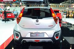 NONTHABURI - DECEMBER 1: Skärm för MG 3 X-kors bil på Thailand in Royaltyfria Foton