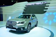 NONTHABURI - DECEMBER 1: Skärm för Subaru vildmarkbil på Thailand Arkivbilder