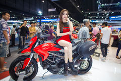 NONTHABURI - DECEMBER 8: Unidentified modellings posted over Ducati motorcycle Royalty Free Stock Photos