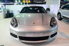NONTHABURI - 1° DICEMBRE: Esposizione dell'automobile ibrida del Se di Porsche Panamera Fotografia Stock Libera da Diritti