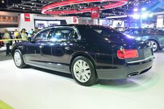 NONTHABURI - 1ER DÉCEMBRE : Nouvel affichage de voiture de Bentley Flying Spur à Photos stock