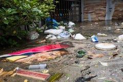 Nonthaburi-Flut in Lebensstil Thailands 2011-The von Leuten in mas Stockbilder