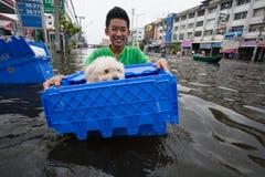 Nonthaburi-Flut in Lebensstil Thailands 2011-The von Leuten in mas Lizenzfreie Stockfotografie