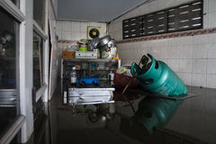Nonthaburi-Flut in Lebensstil Thailands 2011-The von Leuten in mas Lizenzfreies Stockfoto