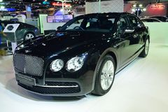 NONTHABURI - GRUDZIEŃ 1: Nowej Bentley latania ostroga samochodowy pokaz przy Zdjęcia Royalty Free