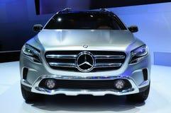 NONTHABURI - 28. NOVEMBER: Konzept Mercedes Benzs GLA, Konzeptkundenberaterin Stockbilder