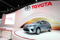 NONTHABURI - 28 NOVEMBER: Toyota Yaris-auto op vertoning bij 30t Royalty-vrije Stock Foto