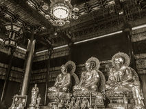 NONTHABURI, TAILÂNDIA - 28 DE JANEIRO DE 2017: O turista vem rezar Imagem de Stock