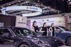 NONTHABURI, TAILÂNDIA - DEZEMBRO 9,2017: Carro modelo da menina em cabines na Motor-expo internacional 2017 de Tailândia Fotografia de Stock